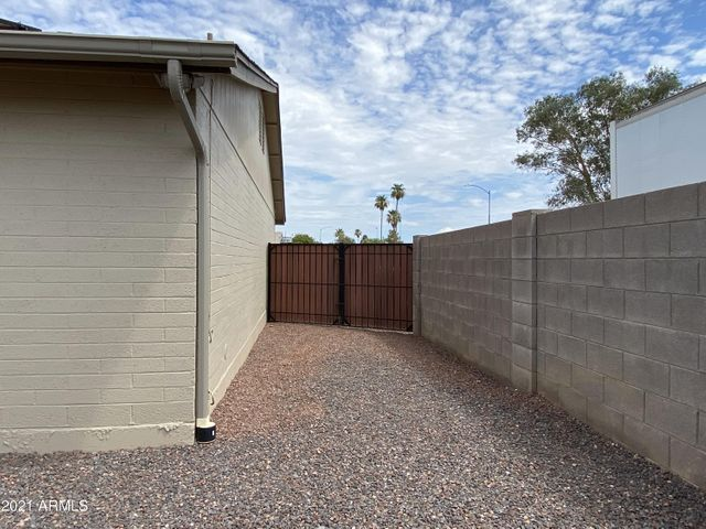 4721 W Aster Dr East RV Gate